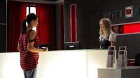 Natalia przyjmuje Kaję do pracy w hotelu!