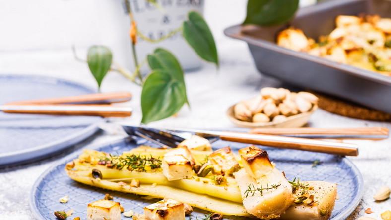 Pory zapiekane z fetą i pistacjami
