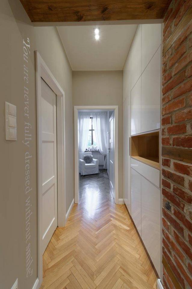 Zabudowa ściany w korytarzu…