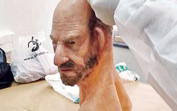 Ubice se kriju od žrtava i kamera silikonskim maskama