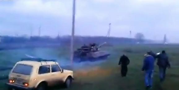 Lada stiže do ukrajinskog tenka