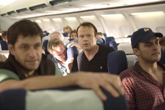 Hrabri putnici pokušali su da provale u kokpit (scena iz filma)