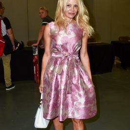 Pamela Anderson w koszmarnej stylizacji na imprezie. Co ona na siebie założyła?!