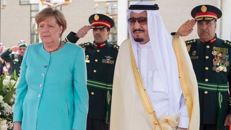 Kanclerz Niemiec przybyła wczoraj z jednodniową oficjalną wizytą do Arabii Saudyjskiej...