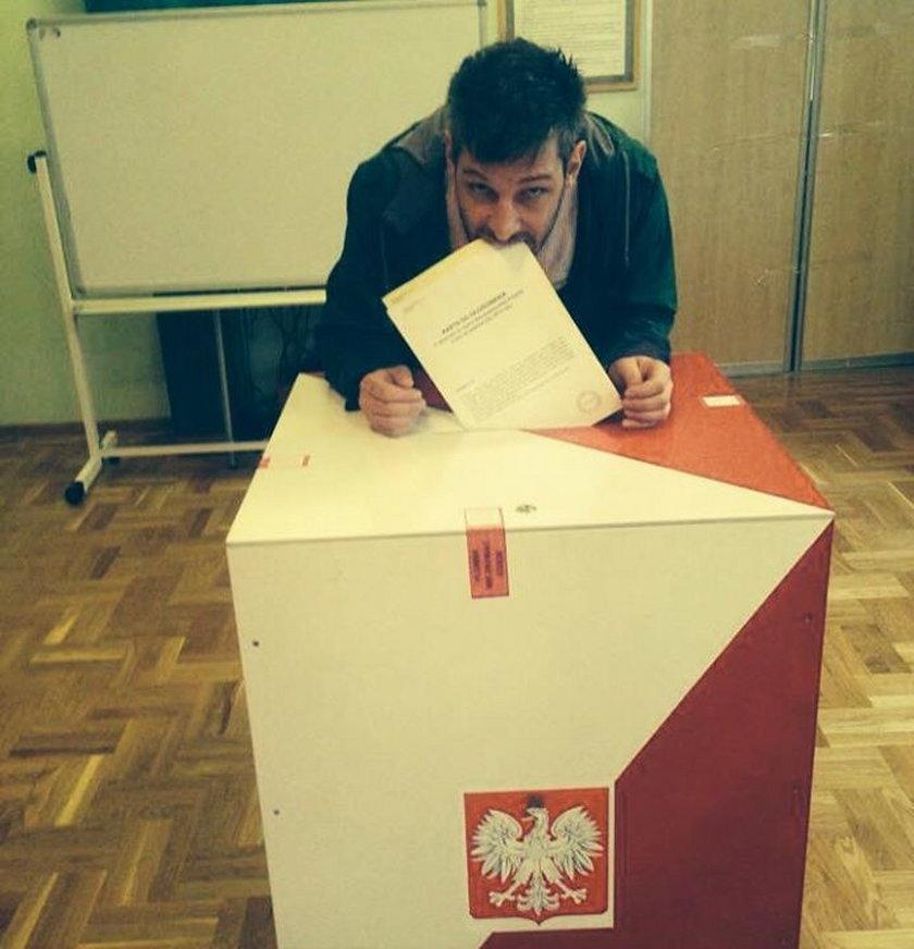 Leszek Stanek głosuje w wyborach