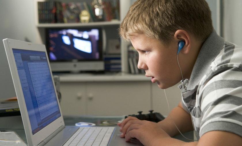 Większość dzieci styka się z pornografią