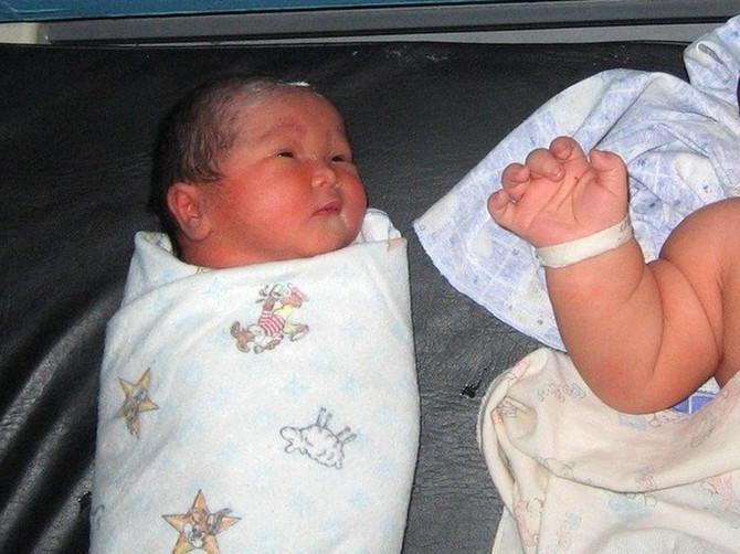 Evo kako izgleda NAJVEĆA BEBA NA SVETU: Kad se rodio bio je TRI PUTA veći od drugara u bolnici