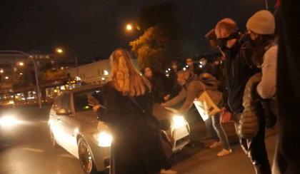Dramat w Warszawie! BMW wjechało w protestujące kobiety