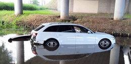 Wypadek pod Wołominem. Auto wylądowało w rzece