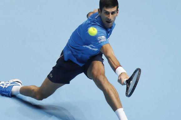 HLADAN TUŠ U LONDONU! Federer IZBACIO Đokovića sa Završnog turnira!