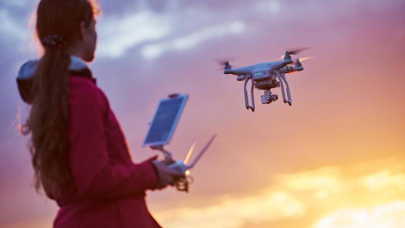 Brytyjczycy chcą wprowadzić nakaz rejestracji dronów i obowiązkowe kursy ich pilotowania