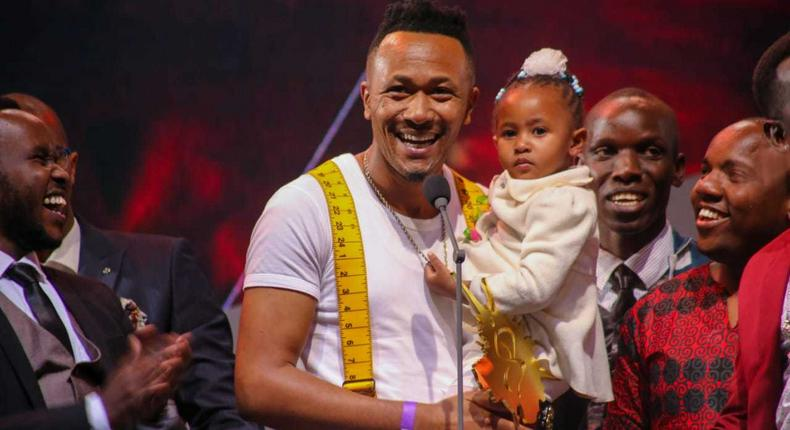 DJ MO and her daughter at past Groove awards(MG100)
