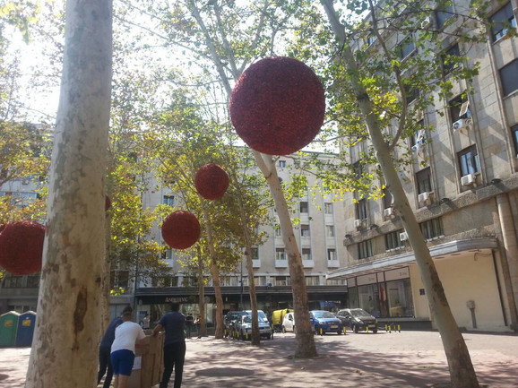 Postavljanje ukrasa na Trgu Nikole Pašića