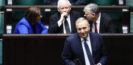 Schetyna wyprzedza Kaczyńskiego. Nowy sondaż