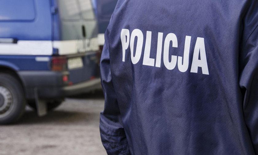 Pościg na Pomorzu. 42-latek rzucił w policjantów wiadrem, padły strzały