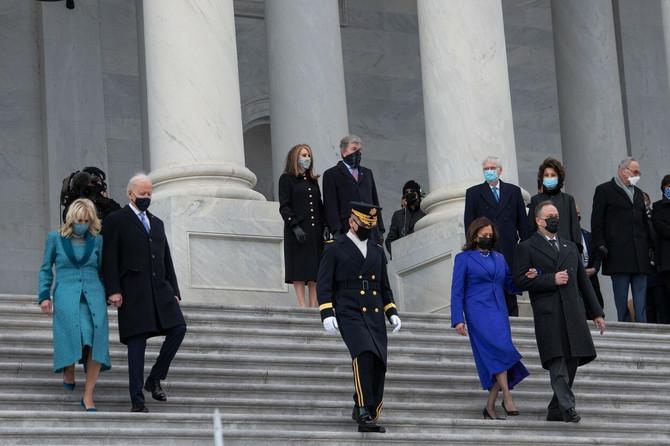 Kamala Haris sa suprugom Dagom Emhofom i Džil i Džoom Bajdenom na inauguraciji