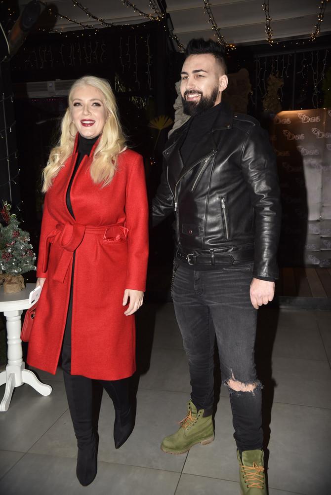 Nikolina sa suprugom  Sašom Kaporom sredinom decembra prošle godine u Beogradu: nekoliko nedelja nakon rođenja druge bebe