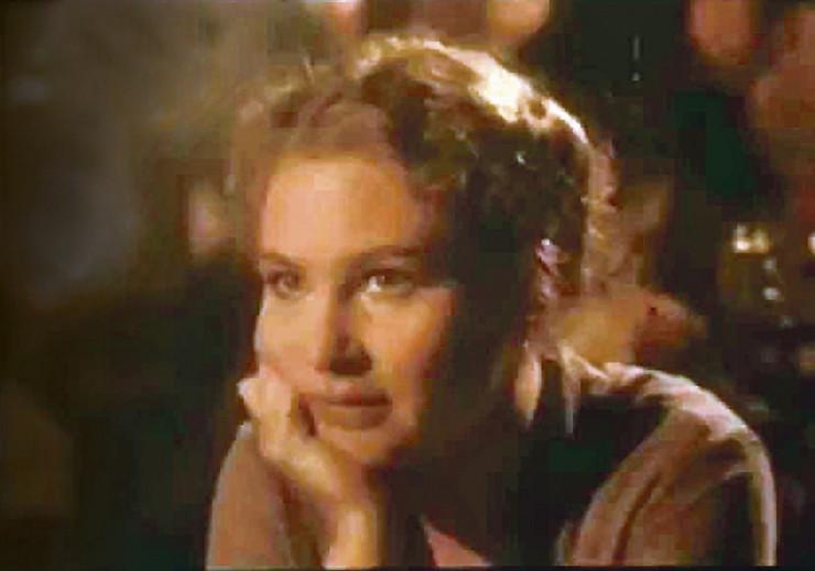 Karis Korfman u ulozi Eve, Amerikanke koja dolazi u Beograd da bi posetila svog starog prijatelja