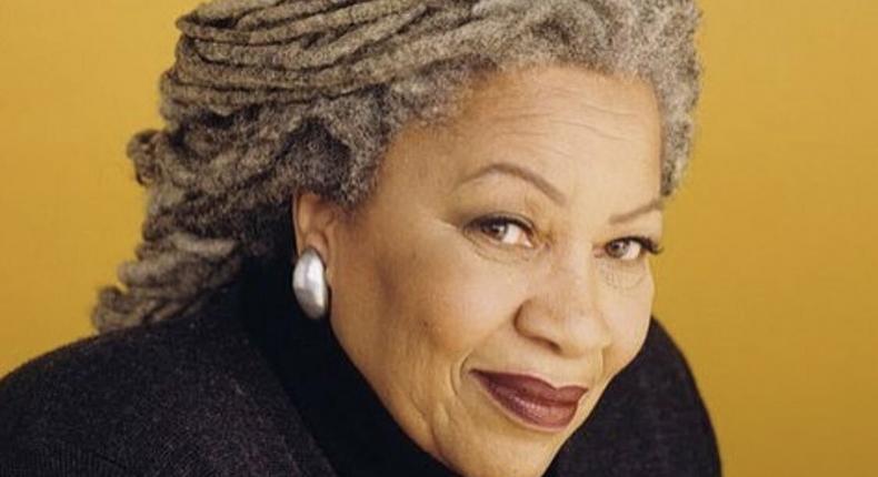 Toni Morrison passes away (witter/akefestival)