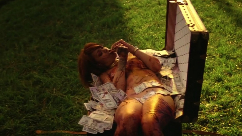 "Rihanna szokuje w nowym klipie do ""Bitch Better Have My Money"""