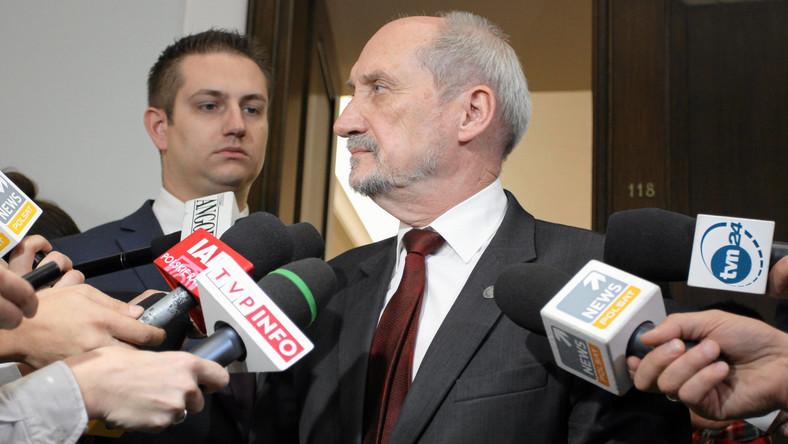 Macierewicz wiceprezesem PiS. Politolog: Ukłon w stronę wierzących w zamach