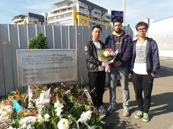 U poseti razrušenoj NATO bombama kineskoj ambasadi na Novom Beogradu