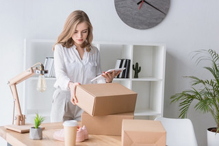Tanie przesyłki kurierskie – poznaj sposób na oszczędności w firmie