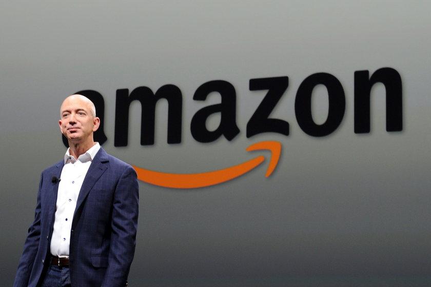 Jeff Bezos (52 l.)