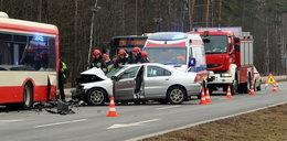 Volvo uderzyło w autobus! Stał w zatoczce
