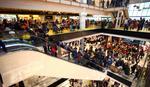 """POMAMA ZA NOVIM ŠOPING RAJEM Kupoholičari pohrlili na otvaranje tržnog centra """"Big fešn"""" na Karaburmi"""