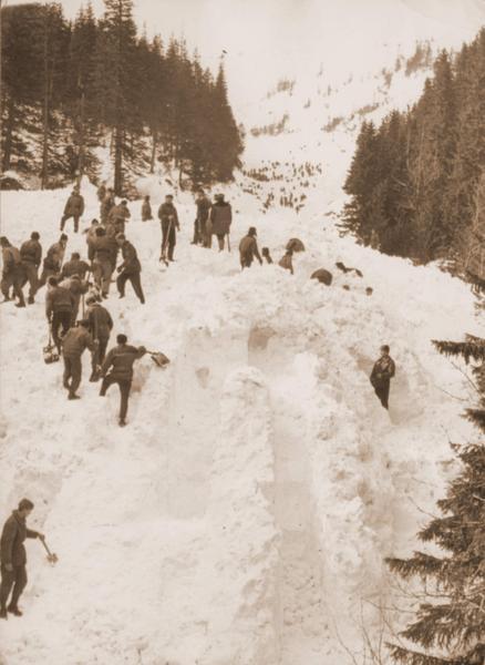 Archiwalne zdjęcia lawiny w Białym Jarze w 1968 roku