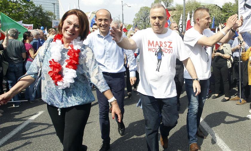 Gorąca polityczna niedziela. Czy opozycji uda się wyprowadzić tłumy na ulicę?