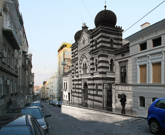 Sinagoga - Sefardska sinagoga Bet Izrael u Ulici cara Uroša stradala je u požaru u Drugom svetskom ratu. Bila je mavarskog stila, projektovao ju je Milan Kapetanović, a sagrađena je 1908. Kralj Petar I položio je kamen temeljac. Danas se na tom mestu nalazi Galerija fresaka, a na sadašnjoj zgradi je postavljena spomen-ploča koja podseća Beograđane na ovaj porušen simbol jevrejske zajednice (kliknuti + za uvećanje)