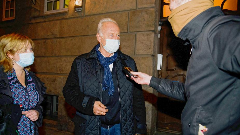 Ryszard Krauze tuż po wyjściu na wolność po posiedzeniu aresztowym. Poznań, 17.10.2020 r.