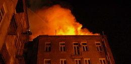 Wyskoczył z płonącego budynku. Nie trafił na poduszki