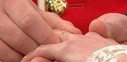 Oto obrączka ślubna księżnej. Ładna?