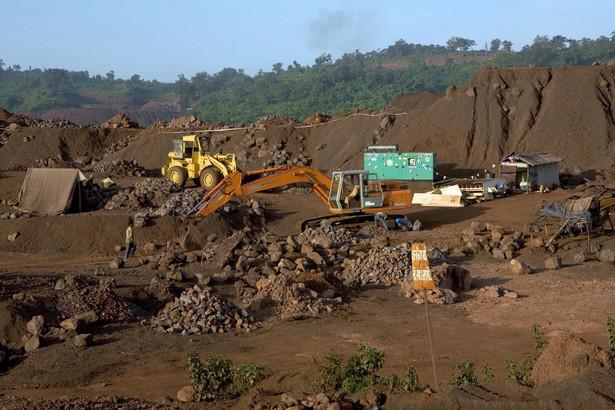 Światowe firmy wydobywcze chcą zmusić producentów stali do zaakceptowania w rocznych kontraktach na sezon 2010/2011 rekordowo wysokich cen rudy żelaza