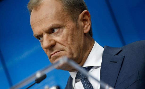 Tusk przekazał działaczom, że otrzymał ustne sprawozdanie grupy mędrców, którzy ocenili, że nie poczyniono wystarczających postępów, żeby umożliwić odwieszenie Fideszu.