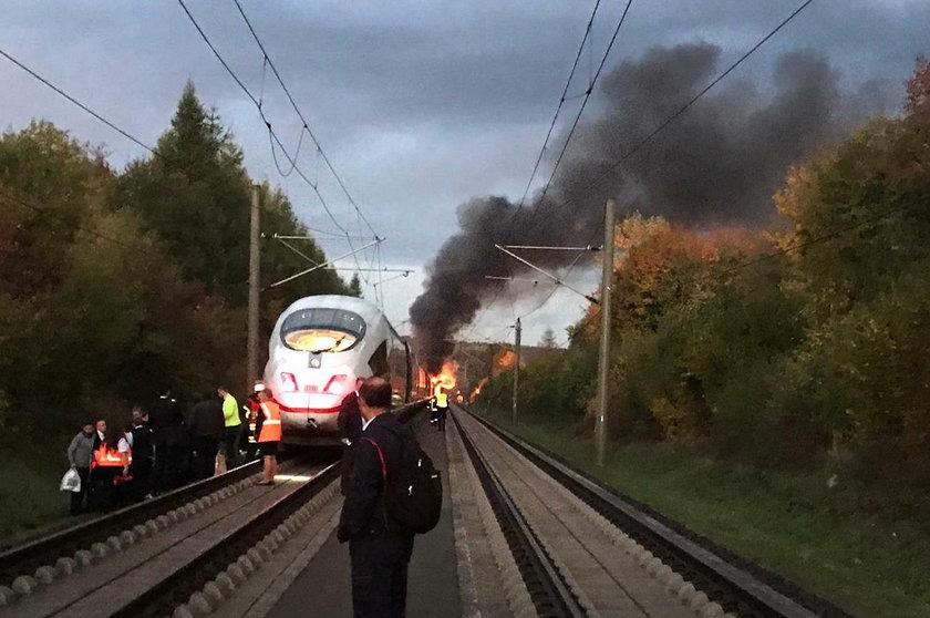 Pociąg ICE z Kolonii do Frankfurtu stanął z w płomieniach
