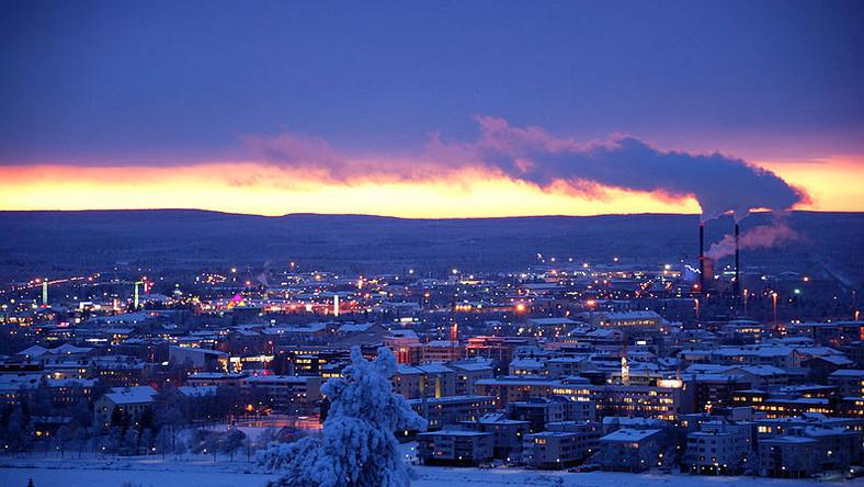 Miasto powstało ponad tysiąc lat temu, jednak jego prawdziwy rozkwit przypada na początek XIX wieku, kiedy odkryto tu rudy żelaza oraz poważnie zaczęto eksploatować drewno. Turystyczną atrakcją Rovaniemi stało się po tym, jak powstała tu siedziba świętego Mikołaja