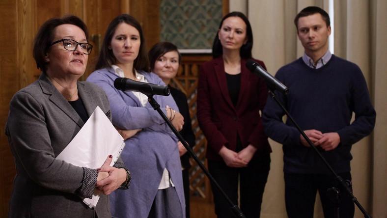 Anna Zalewska, Karolina i Tomasz Elbanowscy