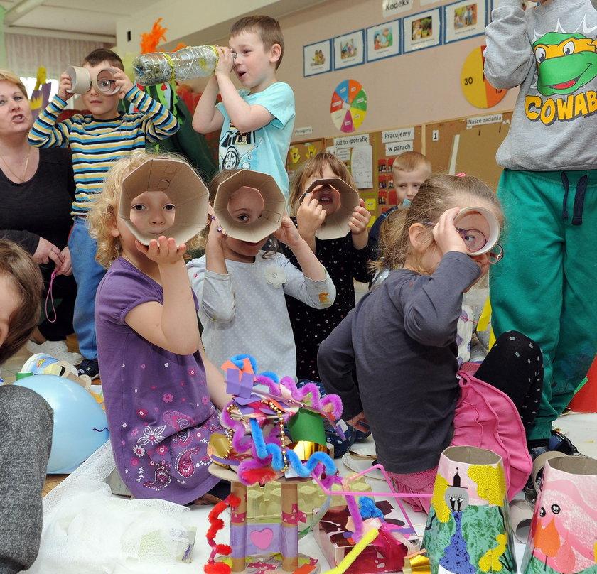 Zabrali dzieciom zabawki, a dzieci... się cieszą!
