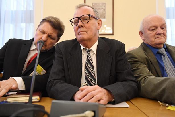 Przewodniczący podkomisji smoleńskiej dr inż. Wacław Berczyński oraz członkowie komisji Marek Dąbrowski i Wiesław Chrzanowski
