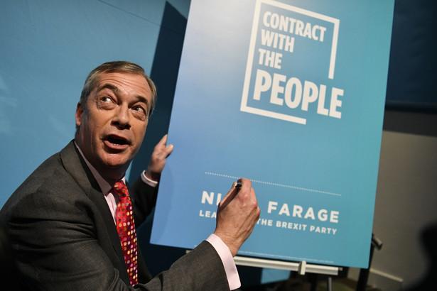 """Eurosceptyczna Partia Brexitu przedstawiła w piątek program, w którym pójdzie do wyznaczonych na12 grudnia wyborów do Izby Gmin. Jej lider Nigel Farage obiecuje """"polityczną rewolucję, która postawi zwykłych ludzi na pierwszym miejscu""""."""