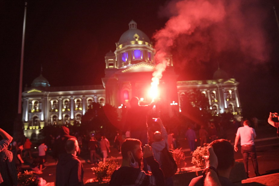 W Serbii wraca godzina policyjna. Protesty na ulicach Belgradu