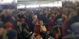 Koronawirus w Wielkiej Brytanii. Ponad 1000 osób w kolejce do Tesco!