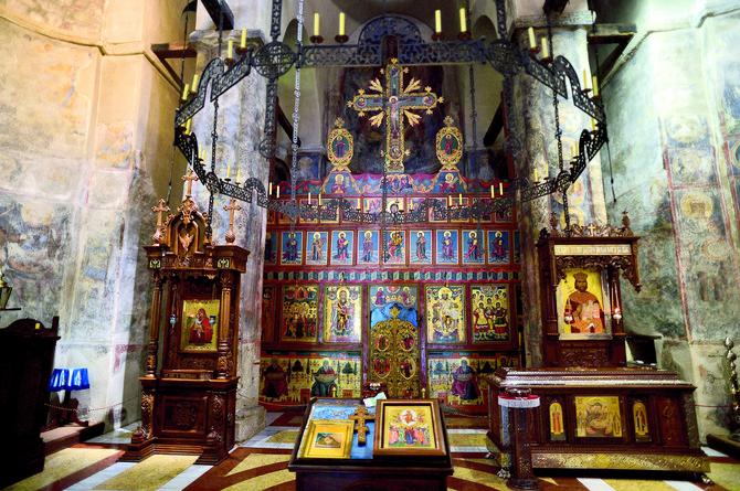 Većina fresaka u Ravanici je od nastanka, iz 14. veka. Nisu restaurirane kako bi zadržale izvorni izgled