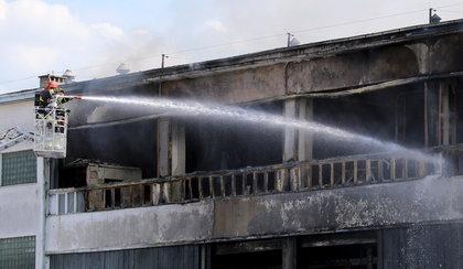 Potężny pożar w Gdyni. Spłonęła hala pełna łatwopalnych materiałów