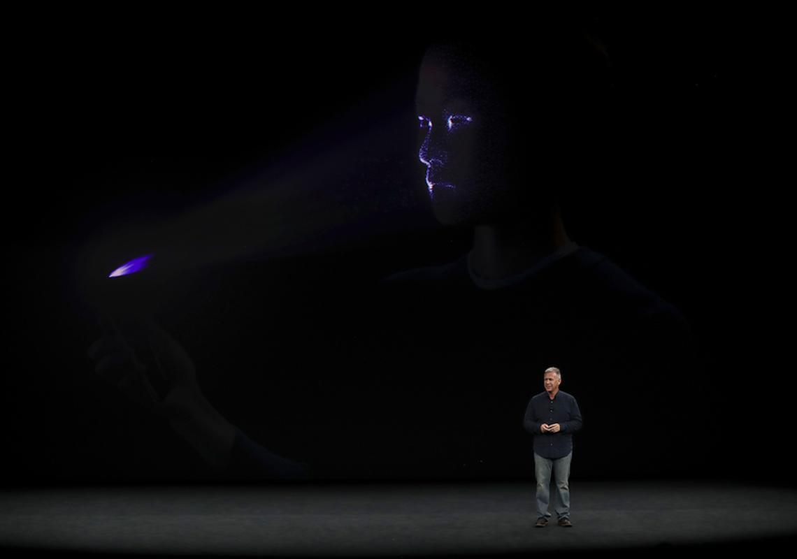 Funkcja rozpoznawania twarzy Face ID, która zastąpiła przycisk Touch ID w iPhonie X
