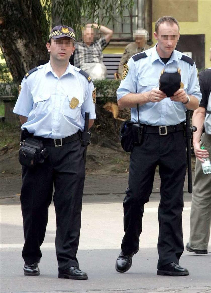 Gdańsk. Strażnicy kupują mundury, by leżały w magazynie